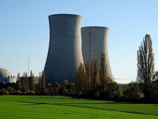 """Pourquoi les """"verts"""" et certaines ONG combattent le nucléaire ?"""